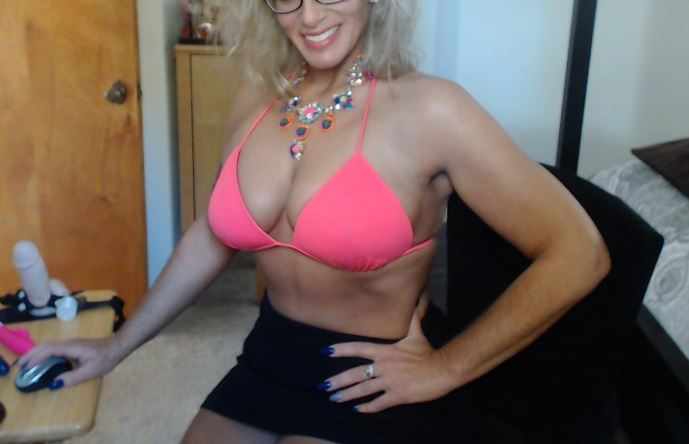 DDblonde horny blonde milf naked on cam