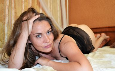 SugaryQueenX naked MILF on cam very horny and ready for you!